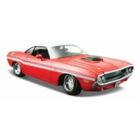 Maisto 1970 Dodge Challenger Coupe 1:24 Scale Red White