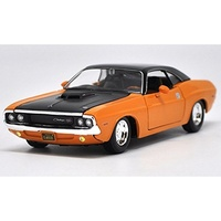 Maisto Design Classic Muscle 1970 Dodge Challenger R/T 1:24 Scale