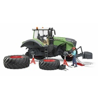 Bruder Fendt 1050 Vario with Mechanic & Gadgets 1:16 scale 04041
